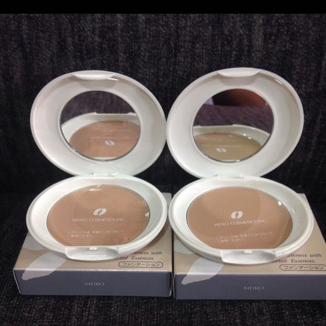 Christmas Sale!! Naturactor Powder Foundation shade 243, take 2 for 500!!