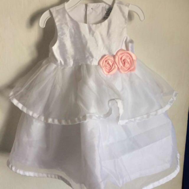 Dress putih untuk bayi perempuan