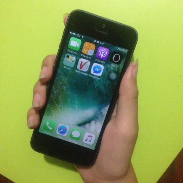 IPhone 5 16GB ORIGINAL WITH CORD, ADAPTOR AND EARPODS