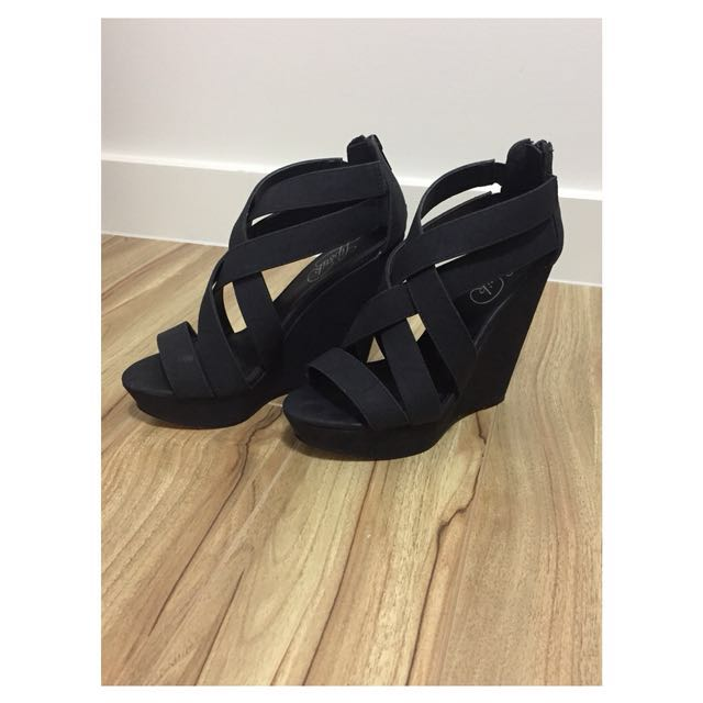 Lipstik black wedge heels size 7