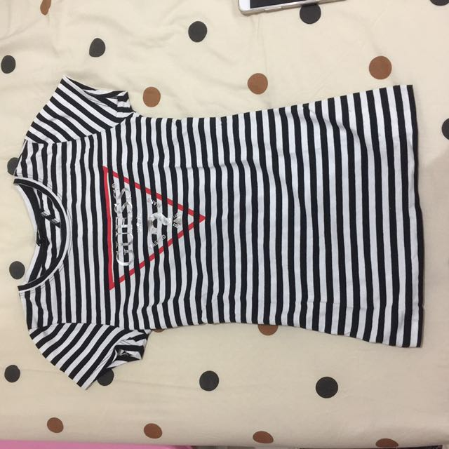 NEW guess t shirt AUTHENTIC