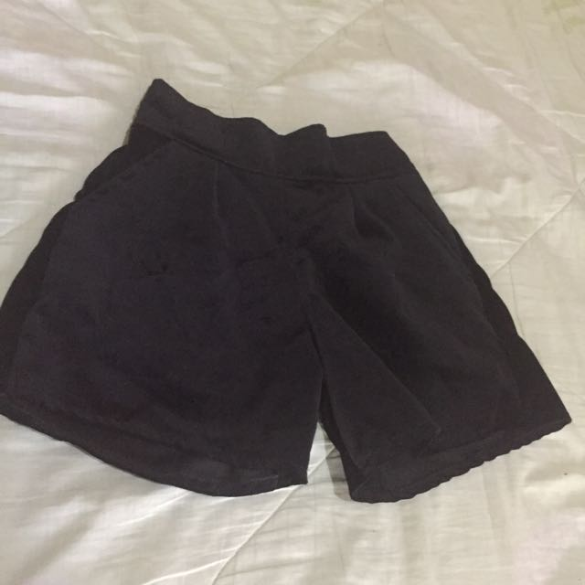 Preloved Velvet HW Shorts 💋