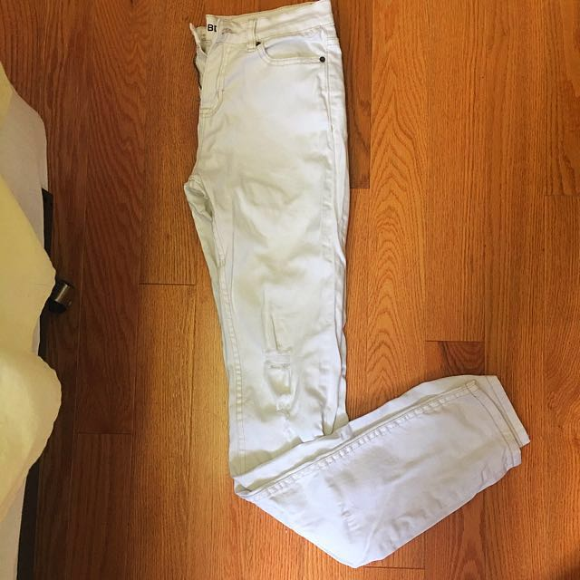 PRICE DROP ✨ WHITE BDG (URBAN OUTFITTERS) SKINNY JEANS
