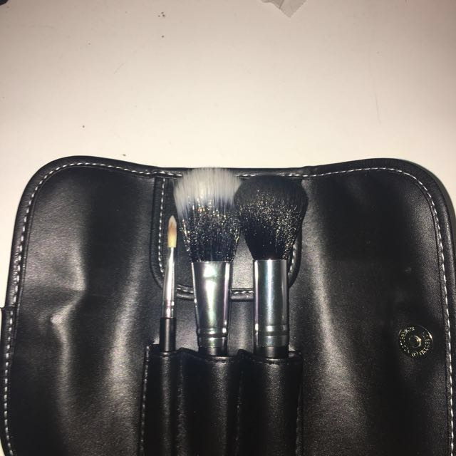 REDUCED‼️ BH Cosmetics Mini Travel Brush Set