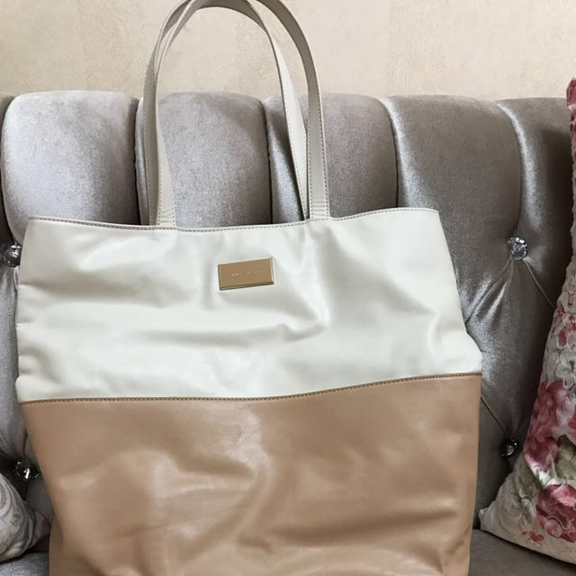 Sale!!!🔥 Tote Bag Charles and Keith