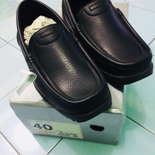 Sepatu Fladeo Black Sz 40
