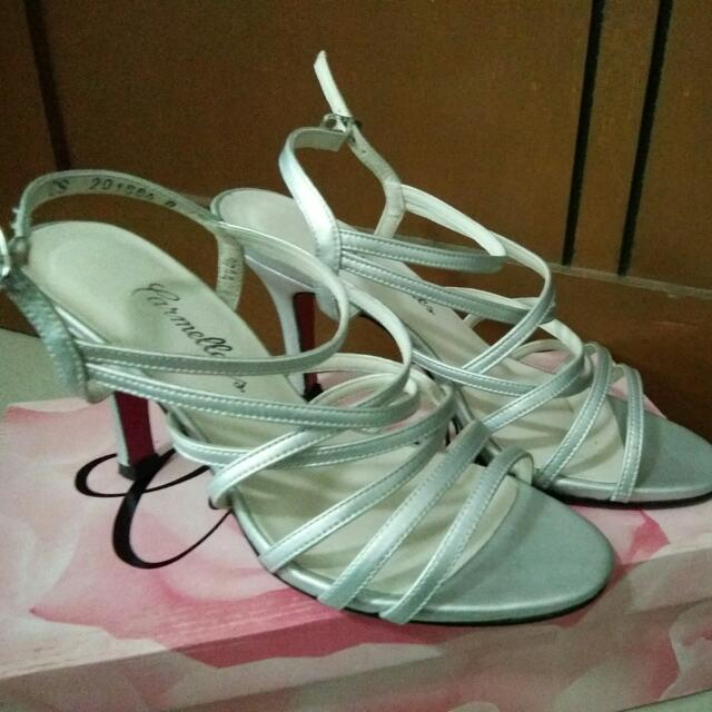 FOR SALE!!! Carmelettes brand Silver Heels