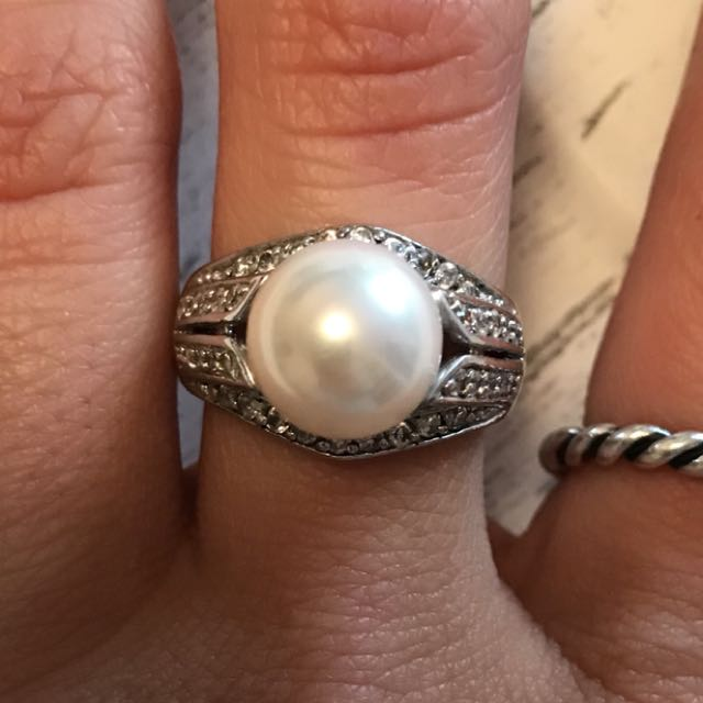 Silver pearl ring size 7