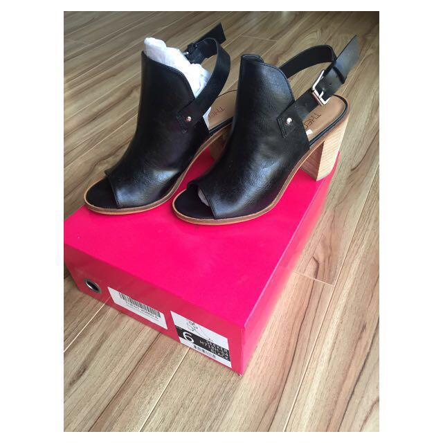 Therapy black block heels size 6