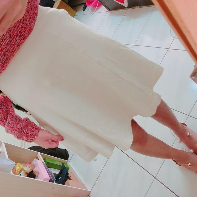 Uniqlo白色A字裙
