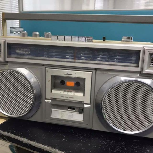 Vintage Amcol Radio & Cassette Player
