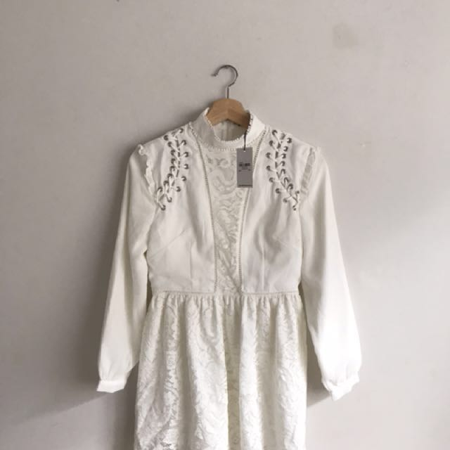 White Vintage lace long sleeved top