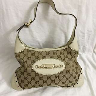 Authentic Gucci Bag, 90%new with dust bag, only  dirt like pic, size 32*20cm