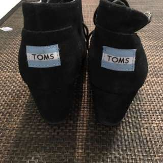 WEDGED TOMS