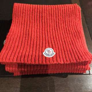 Moncler scarf in red