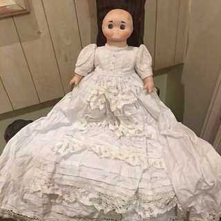 古董陶瓷娃娃 可上發達音樂(右手有瑕疵)