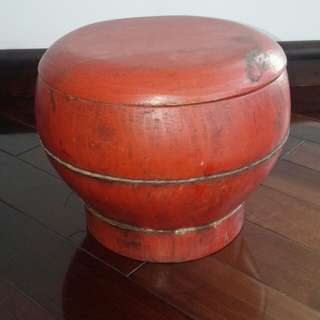 Wooden bowl with cover