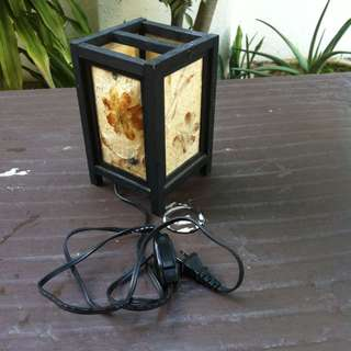 Japanese paper lamp. Dimensiion 13 x 13 x 20cm. In good working condition.