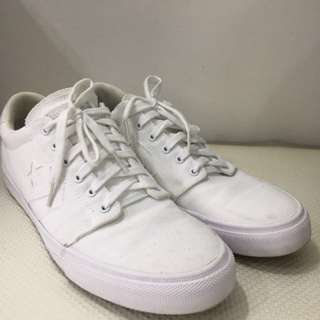 US12 Converse White Shoes