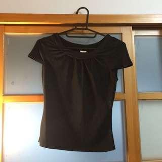 🚚 短版 貼身 紗紗材質 黑上衣