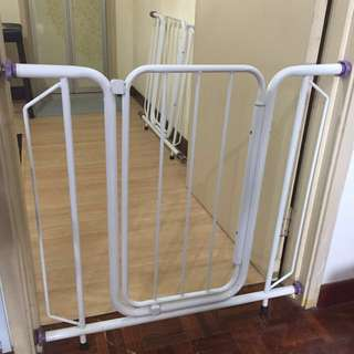 Safety gate for baby and kids