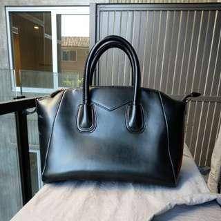 Black bag givenchy antigona inspired