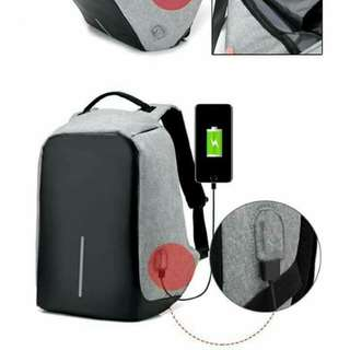 ANTI-THIEF BACKPACK WITH USB PORT