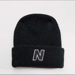 New Balance 黑色毛帽 實戴圖