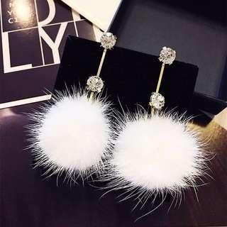 全新韓國白色毛球耳環