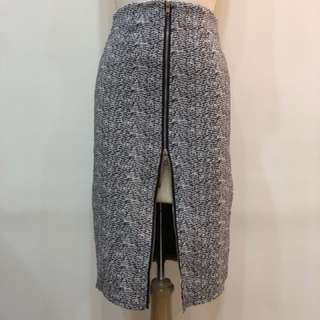 🚚 長窄裙毛尼拉鍊設計M號有兩件