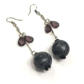 Black round beads drop earrings