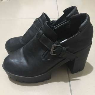 黑色厚底粗跟靴