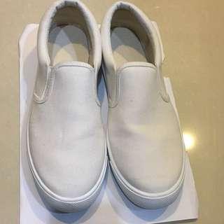 GU白色懶人鞋