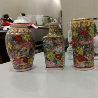 古董花瓶三件,底款亁隆年制