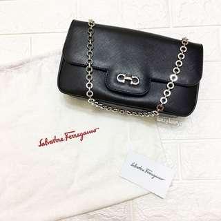 FERRAGAMO Luciana Chain Bag