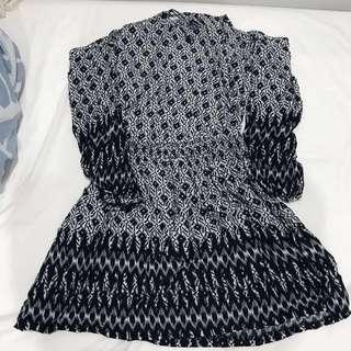 Glamourous cold shoulder dress