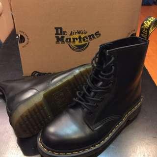 Dr. Martens 經典1460 8孔亮皮馬丁靴