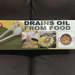 DRAINS OIL FROM FOOD
