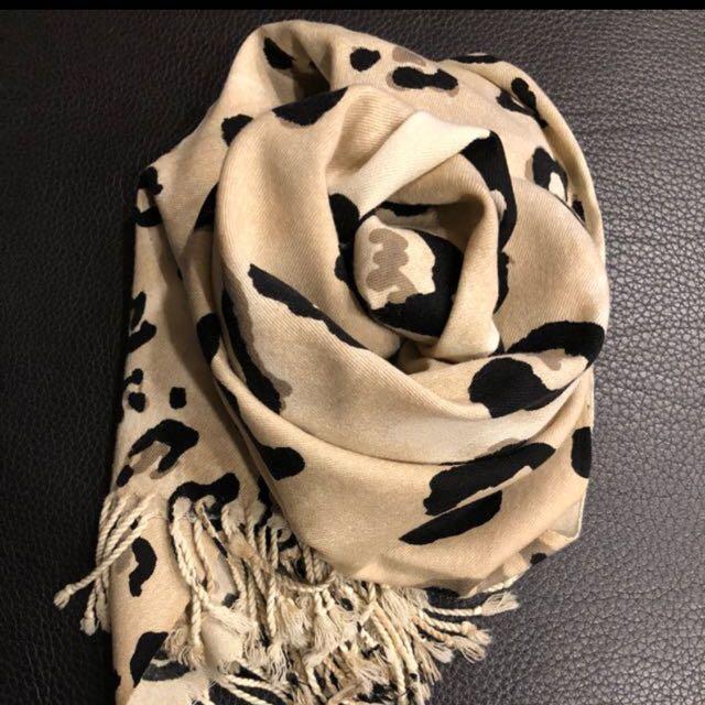 絲質豹紋圍巾(免運)