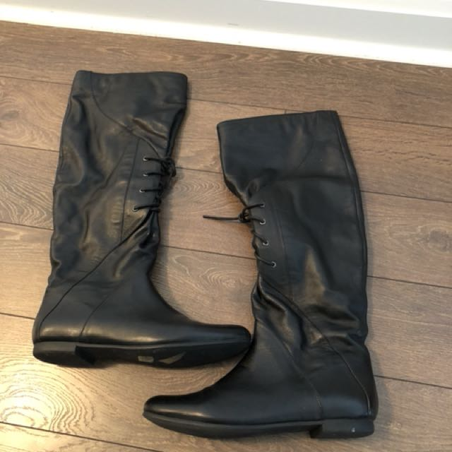 Atizarre leather boots