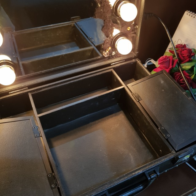 Studio makeup case  with mirror and lights