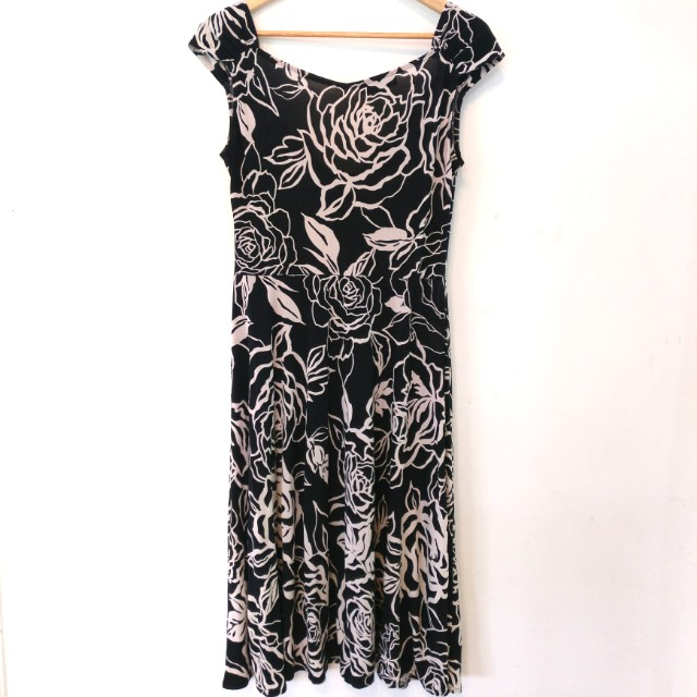 cca9dfa5f7a Blooms By Sylvia Dove Black white rose print dress