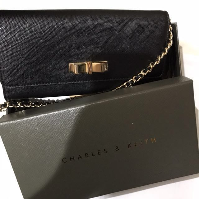 Charles and keith wallet on chain black