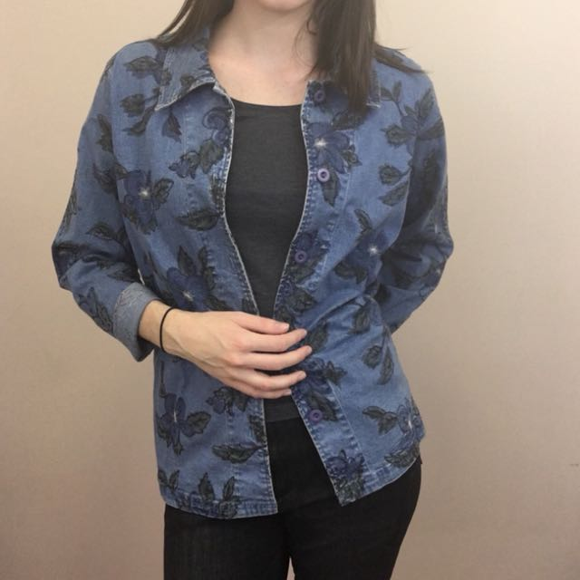 Denim jacket with flower embroidery size L