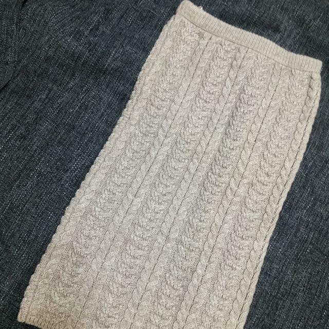 GU 羊毛及膝裙 卡其色 全新