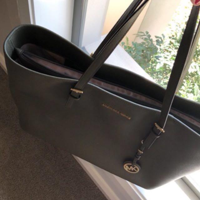Handbags Great Deal Both