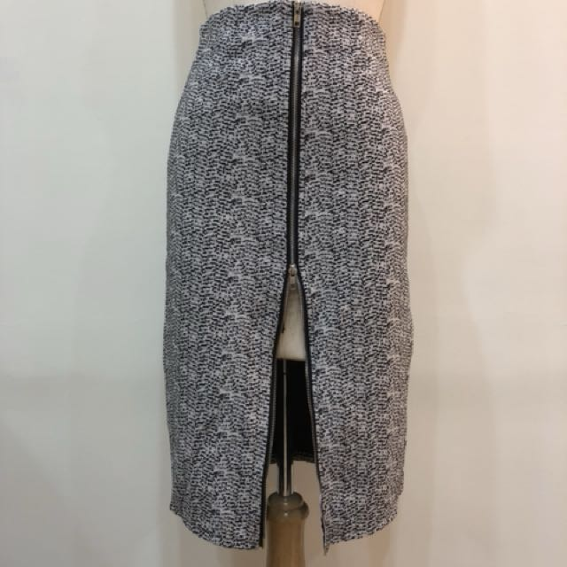 長窄裙毛尼拉鍊設計M號有兩件