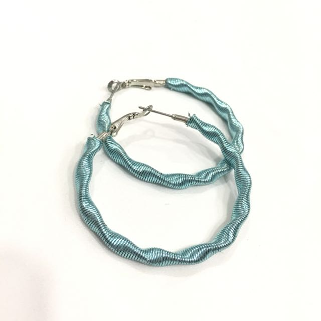 Metal turquoise wire round earrings