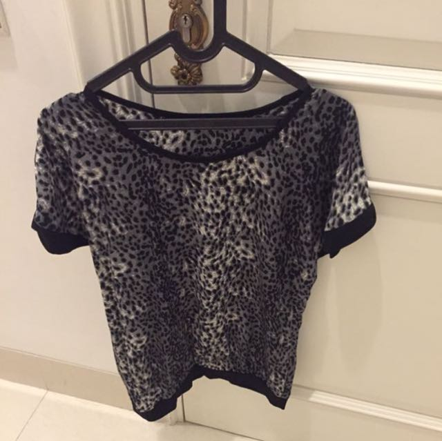 NEW-Black Leopart Top