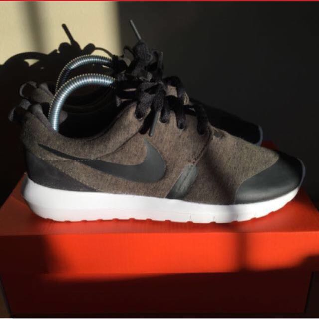 Roshes Tech Fleece Nike